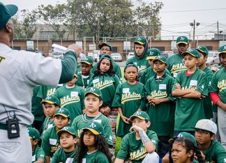 Baseball great Shooty Babitt coaching local youth during a training in Richmond in 2014.