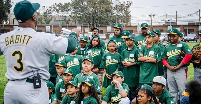 Baseball great Shooty Babitt coaching local youth during a training in Richmond in 2014.