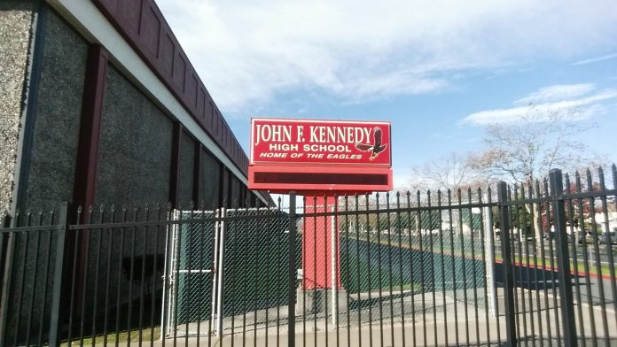 Kennedy High teacher challenges staff, students to powerlifting competition