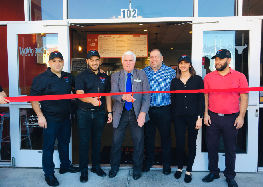 Pinole Mayor Roy Swearingen (middle) helps cut the ribbon at the new Que Onda Tacobar in Pinole.