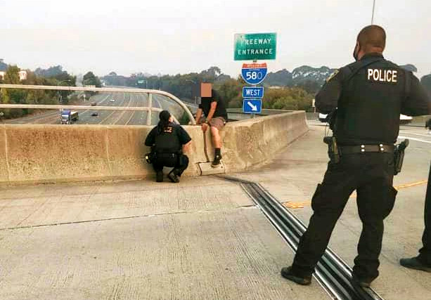 Police coax man off ledge near I-580 overpass in Richmond