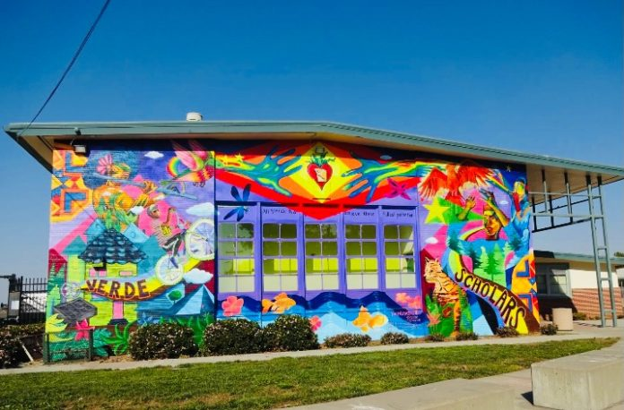 Verde Elementary mural inspires students to 'reach for the stars'