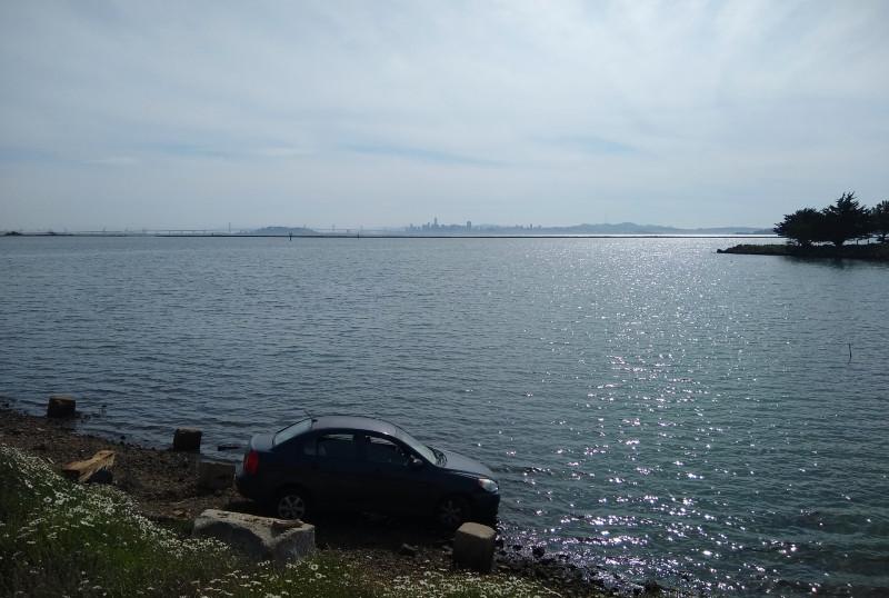 Solo crash sends car into Bay in Point Richmond
