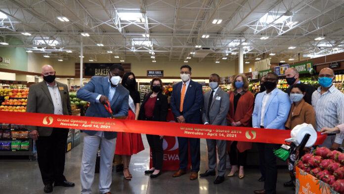 Safeway Shopping Center in Hercules celebrates grand opening